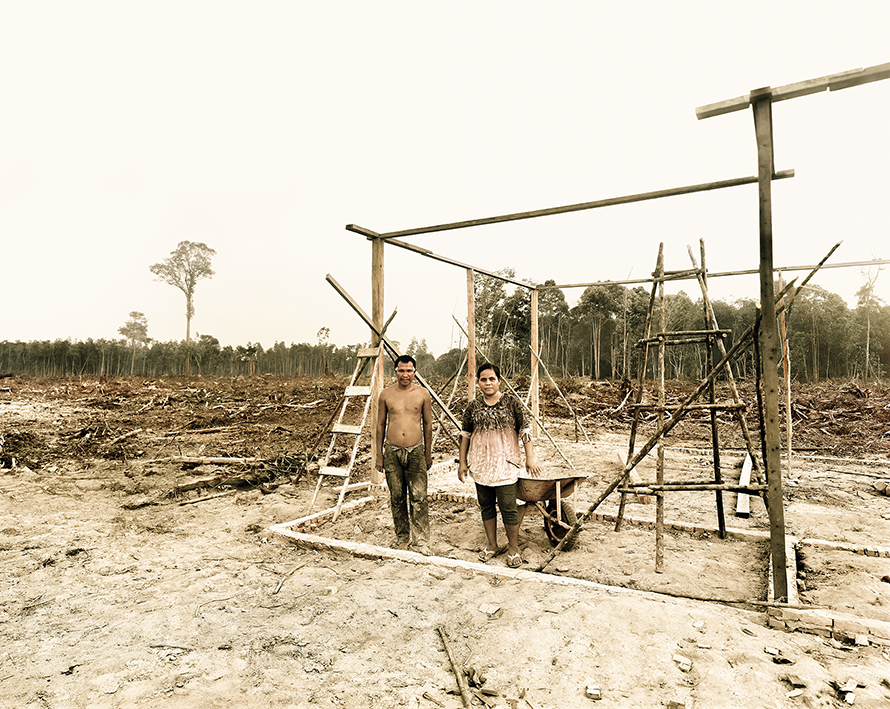 Armin and Yanti Petani building their new home, Riau Area,  Sumatra, Indonesia 10/2013, Series: Reading the Landscape